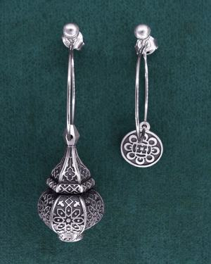 Earrings d'asymmetrical earrings inspired by oriental lanterns on 925 sterling silver hoop earrings | Res Mirum