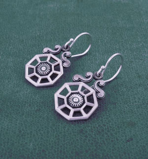 Small earrings d'earrings architectural spirit d'orangery old flowered silver 925 side view | Res Mirum