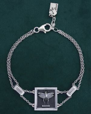 Bracelet with square frame design with a cricket or grasshopper represented in silver 925 made in France | Res Mirum