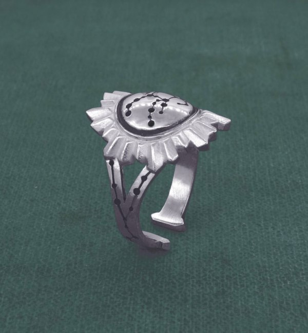 Renaissance banker's or witch's mirror engraved pegasus constellation ring in handcrafted silver | Res Mirum
