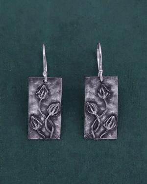 Boucles d'oreilles à motifs de fossiles de crinoïdes appelés également lys de mer ou encrine en argent fabriquée en France artisanalement | Res Mirum
