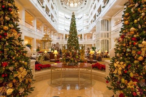 christmas-tree-at-disneys-grand-floridian-resort
