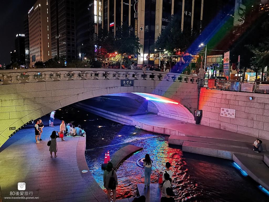 【韓國。首爾】※景點※ 清溪川 청계천 清溪廣場 ~ 鬧市中的綠州 家族情侶晚上好去處 | 行動貓