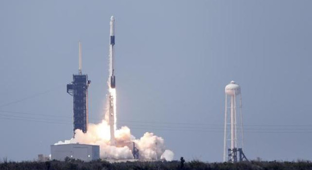 Space X, show the images of the Earth seen from space: the Naples retweet
