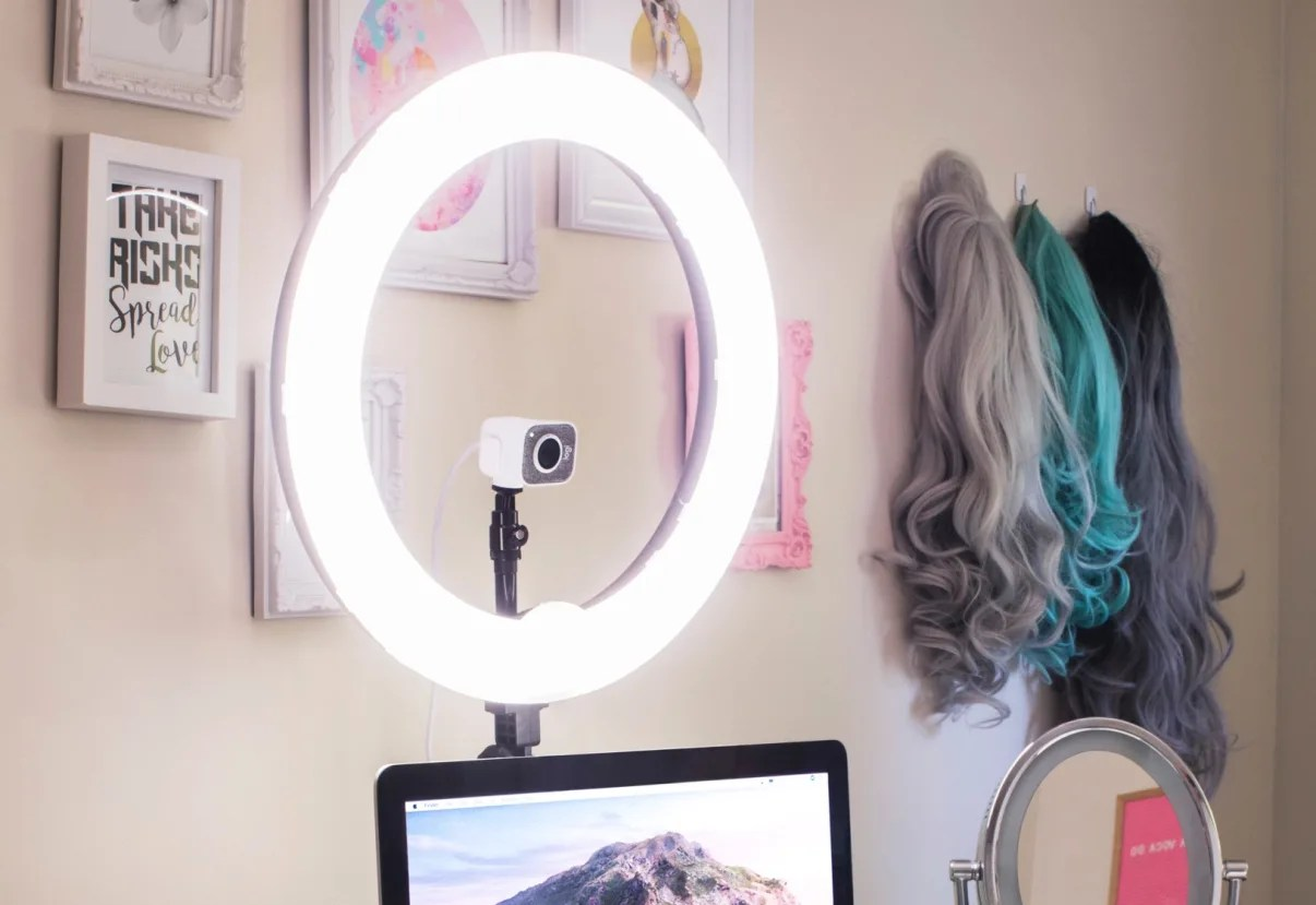 how to use a ring light with your setup