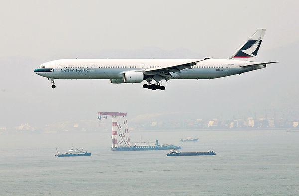 國泰兩機 13手提氧氣樽被排氣 - 晴報 - 港聞 - 新聞 - D190828