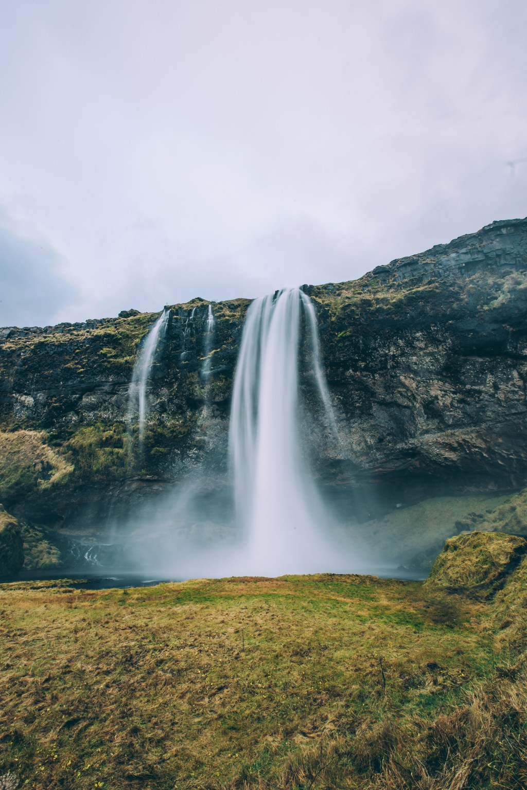 iceland-waterfall-wind-spray