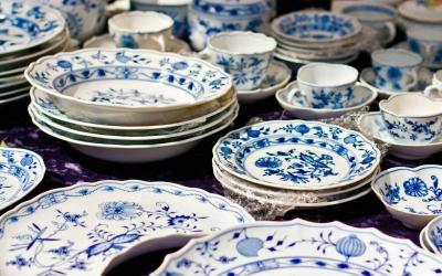 China vs. Plastic: What's Best for Dinnerware?