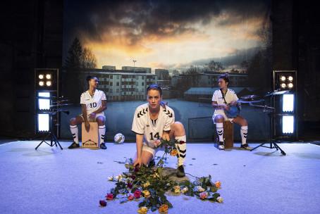 Pia Sundhage – från fotbollsarenan till teaterscenen!