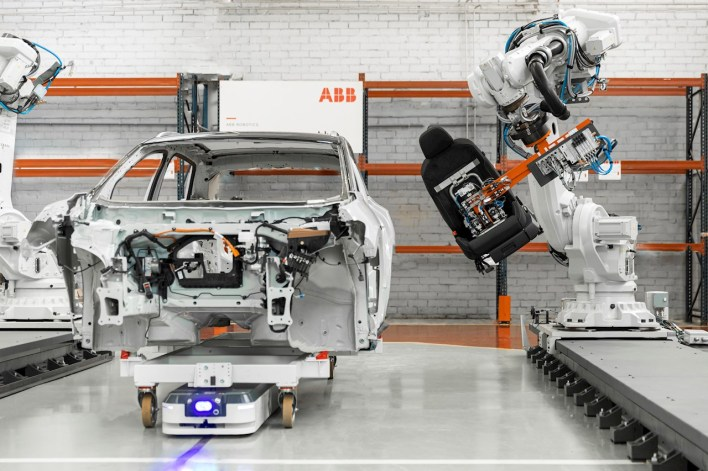 ABB and ASTI offer deep domain expertise in manufacturing industries including automotive, food & beverage and consumer packaged goods, as well as in new growth segments including logistics, e-commerce, retail and healthcare.