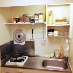 Best Kitchen Stores Remoldeling 日本小厨房收纳术 充分利用小物 百元商店 博客 单身公寓里的厨房收纳好范例 墙面上挂的是百元商店都有卖的强力吸盘式挂勾 照片 Roomclip Jp