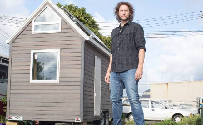 Why This Super Tall Tv Star Has Built A Tiny House Stuff