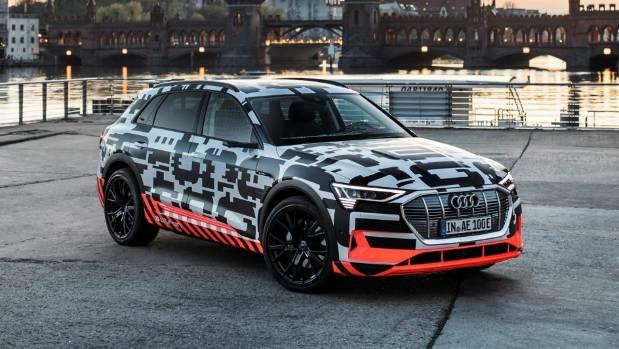L'Audi e-tron quattro d'apparence conventionnelle comprend trois moteurs électriques. Pas quatre, comme le nom pourrait vous faire penser.