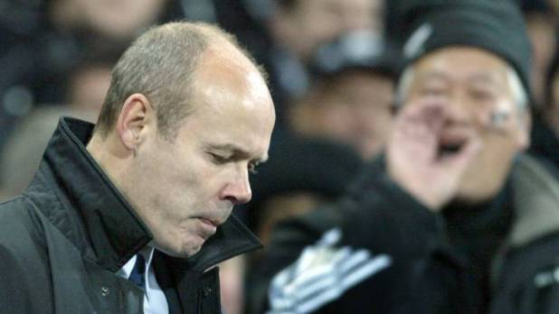 Former England coach Clive Woodward is not his contractors.