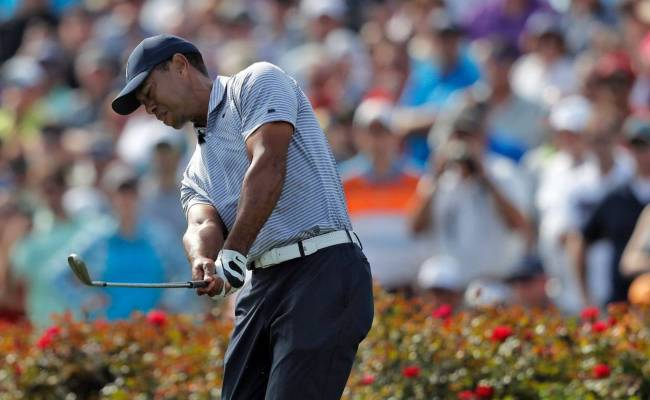 Tiger Woods Splashes Crashes With 7 On No 17 At Players