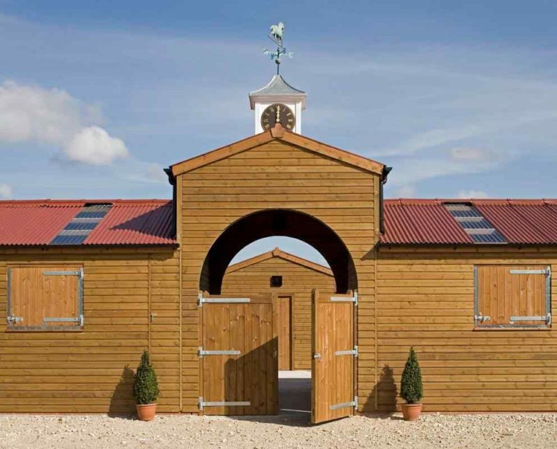 Quadrangular Stable With Feature Archway