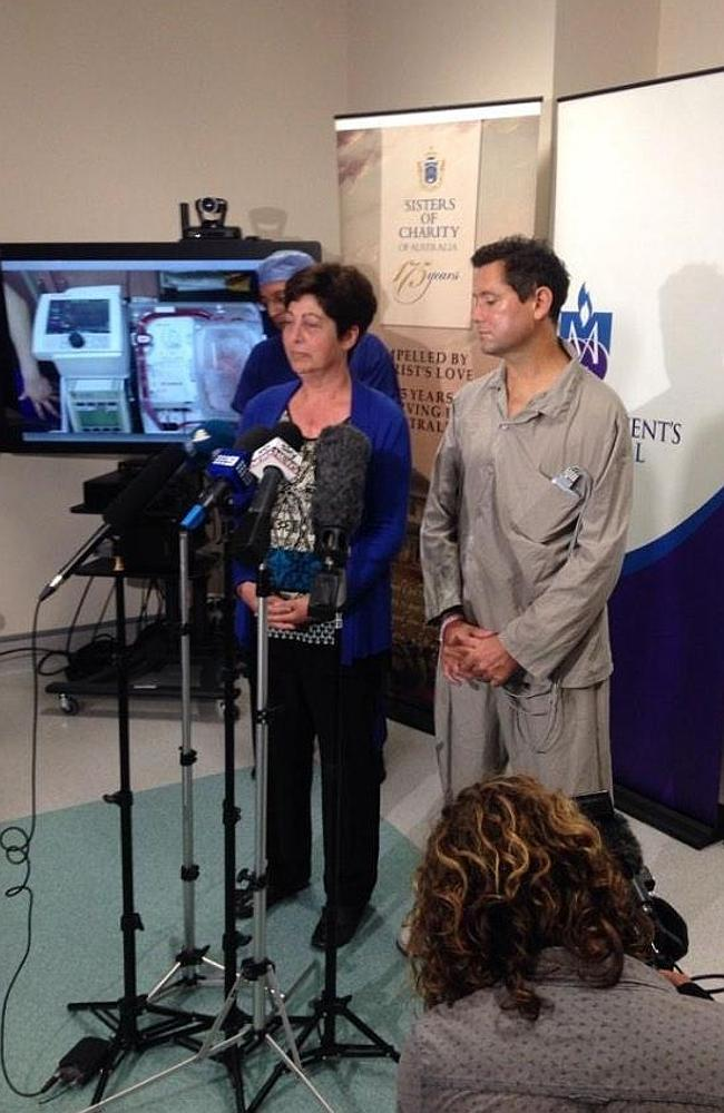 Transplant recipients Michelle Gribilar and Jan Damen pictured at the press conference to