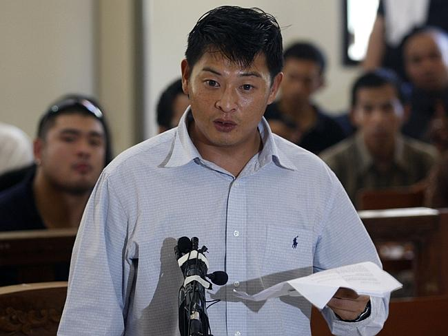 Bali Nine ring leader Andrew Chan testifies in Denpasar District Court during an unsucces