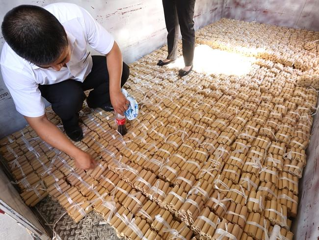 Buying A Car With 660,000 RMB Coins And 20,000 RMB Banknotes In Shenyang