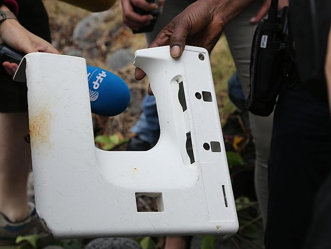'Plane window' shores up in MH370 search