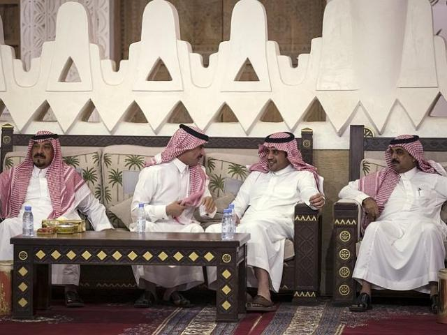 Men wait to hear the results of a meeting between King Salman of Saudi Arabia and US Secr
