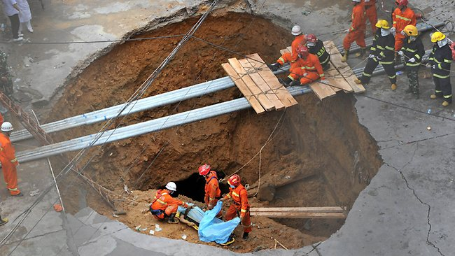 Five killed by south China sinkhole