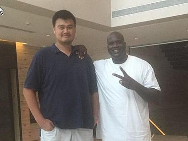 Yao Ming, making people look small since 1980