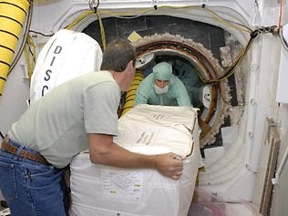 https://i0.wp.com/resources3.news.com.au/images/2010/11/22/1225958/309299-iss-toilet.jpg