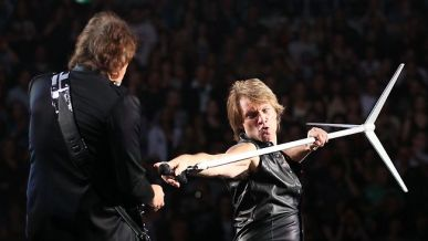 https://i0.wp.com/resources3.news.com.au/images/2010/12/10/1225969/233491-bon-jovi-richie-sambora.jpg?resize=387%2C218