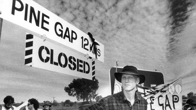 A 1986 picture of Peter Garrett, then just a rock star, who was campaigning to close the Pine Gap facility.