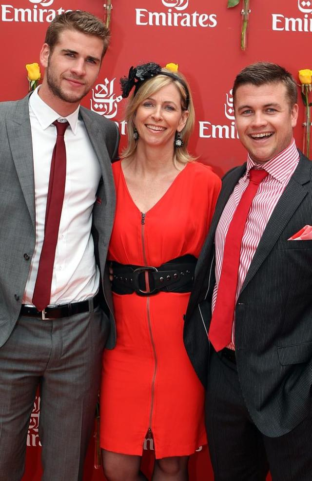2010 Melbourne Cup, Liam Hemsworth with his mother Leoni and brother Luke