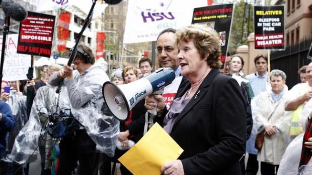 Health Minister Jillian Skinner speaks to Royal North Shore Hospital staff as they march