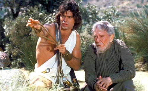 Perseus kiusoittelee katsojia paljastelemalla toista nänniään kun sitä vähiten odottaa.