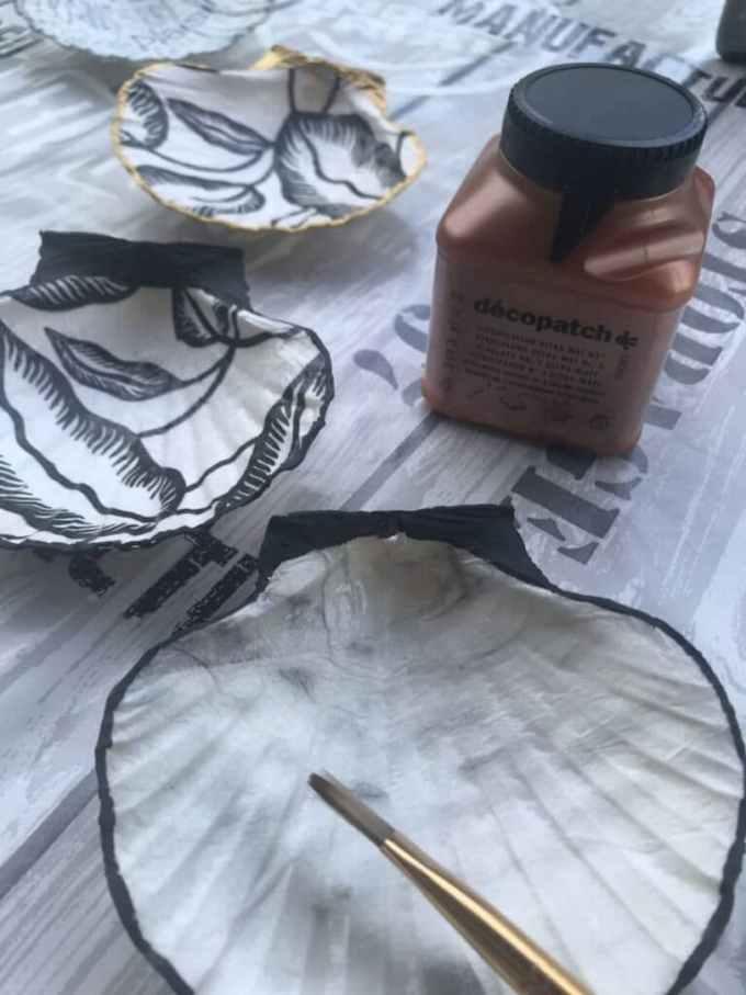 Application du vitrificateur sur les coquilles St Jacque