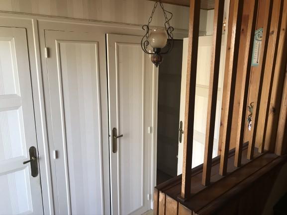 Entrée d'une maison à rénover