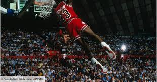 Des maillots de Michael Jordan et Barack Obama vendus une fortune aux  enchères - Capital.fr