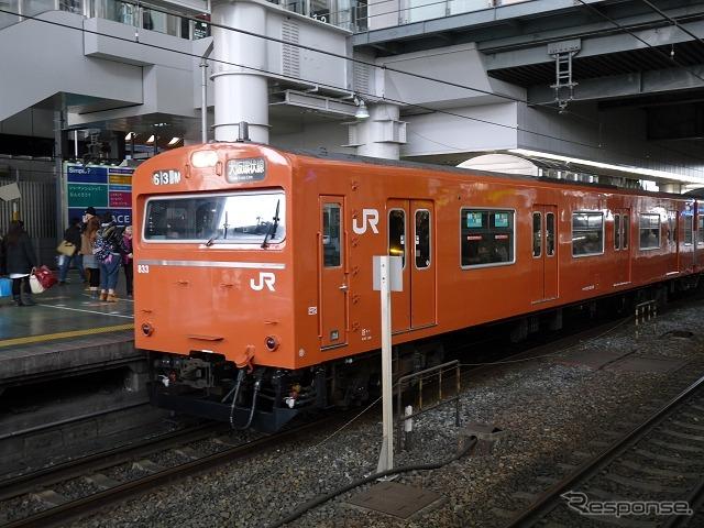 大阪駅に停車している大阪環状線の列車。5月からやしきたかじんさんの「やっぱ好きやねん」が発車メロディーとして導入される。