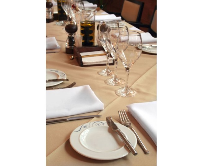 table-setting-at-restaurant