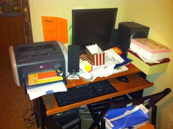 My friend s Messy Desk 089