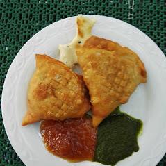 Restaurant Heuberg Wiener Küche und Indische Speisen im Original Schutzhaus Hernals Wien 1170 Sridharan Bhashyam Serviert Original Speisen