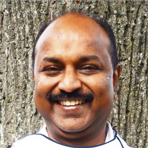 """Chef Koch Sridharan Bhashyam - """"Roger"""" vom Restaurant am Heuberg 1170 Wien - IndianFoodLand Vienna 17. 1 Februar 1987 als Kellner angefangen und seit 1 Jänner 2001 Inhaber und Gastronom."""