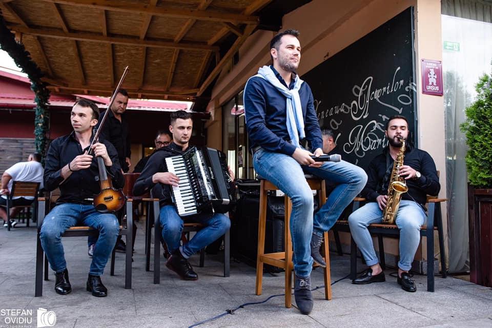 Daniel Frunzareanu și taraful live la Cafeneaua Actorilor
