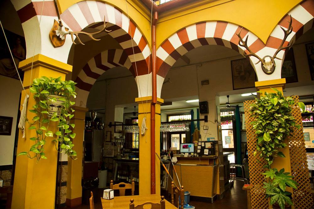 Arcos esquinados de Restaurante en Córdoba Sociedad Plateros María Auxiliadora