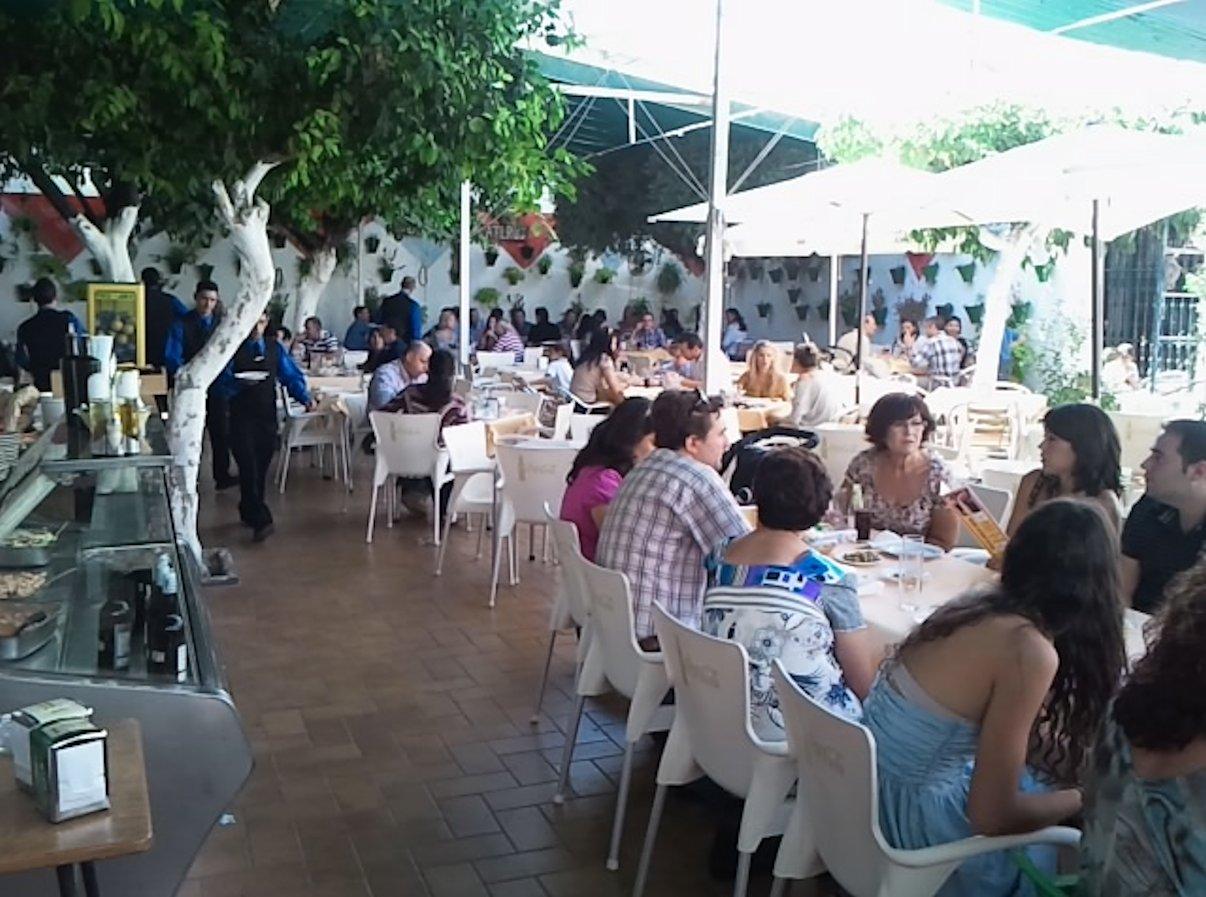 Patio cordobés del Restaurante en Córdoba Sociedad Plateros Maria Auxiliadora