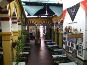 Vista patio central del Restaurante de Córdoba Sociedad Plateros Maria Auxiliadora