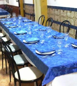 Mesas para grupos en sala del Restaurante de Córdoba Sociedad Plateros Maria Auxiliadora