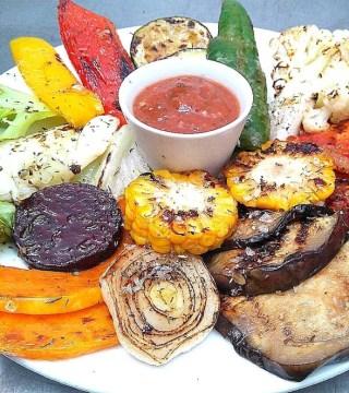 Parrillada de Verduras con Chimichurri del Restaurante Sociedad Plateros Maria Auxiliadora