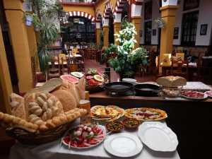 Elaboracion de migas para la televisión Árabe en el Restaurante Sociedad Plateros Maria Auxiliadora Por Manolo Bordallo Bodegon