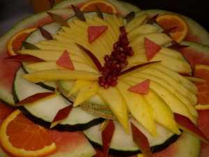 Elaboracion de migas para la televisión Árabe en el Restaurante Sociedad Plateros Maria Auxiliadora Por Manolo Bordallo ensalada de fruta