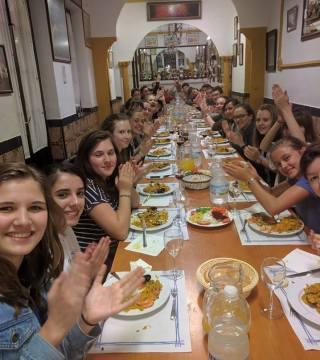 Curso de paella para estudiantes franceses en el Restaurante Sociedad Plateros Maria 01
